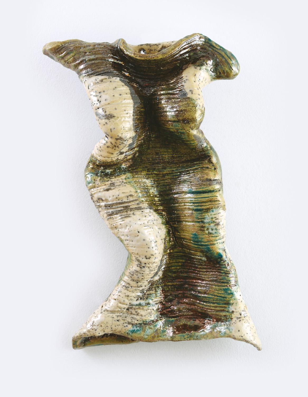 Palkó Ernő • SILHOUETTE 2 • chamotte clay, raku • 24×10×40 cm