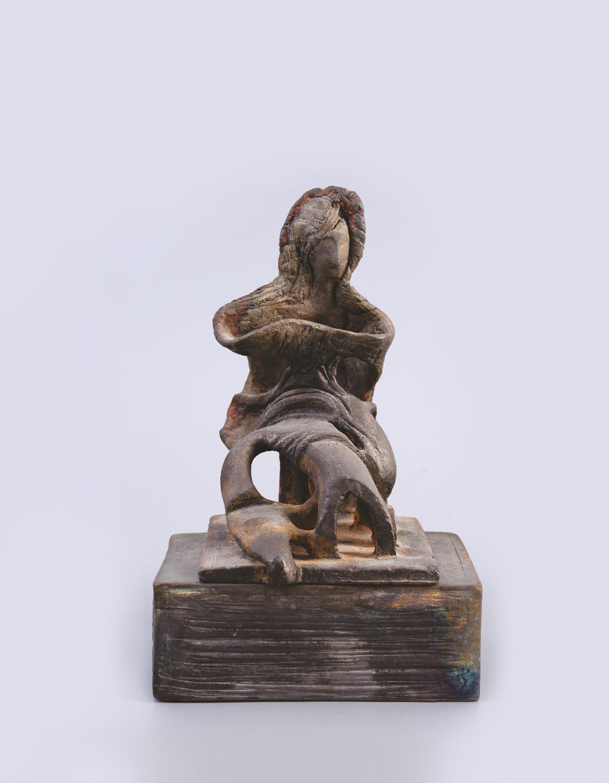 Palkó Ernő • MADONNA • chamotte clay, raku • 22×17×34 cm
